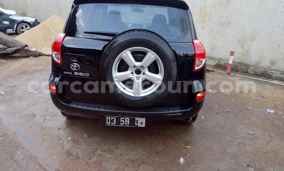 Acheter Occasions Voiture Toyota RAV4 Bleu à Douala au Littoral Cameroon