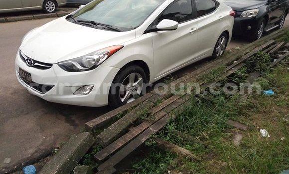 Acheter Occasions Voiture Hyundai Elantra Blanc à Douala au Littoral Cameroon