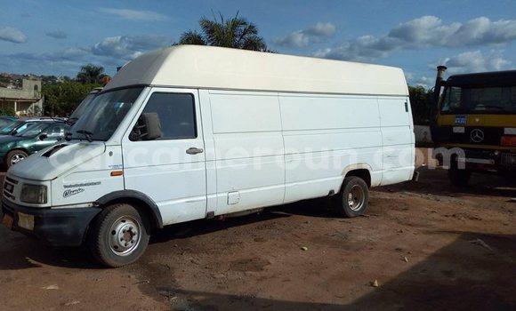Acheter Occasion Utilitaire Iveco Daily Blanc à Yaoundé, Central Cameroon