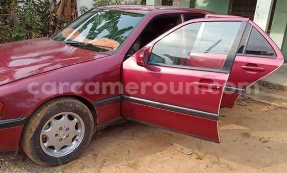 Acheter Occasion Voiture Mercedes Benz C–Class Rouge à Yaoundé, Central Cameroon