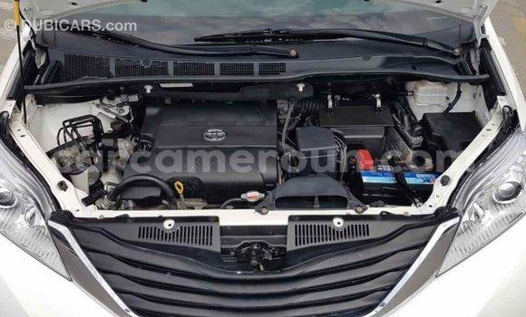 Acheter Importé Voiture Toyota Sienna Blanc à Import - Dubai, Adamawa