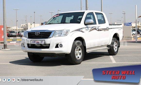 Acheter Importé Voiture Toyota Hilux Blanc à Import - Dubai, Adamawa