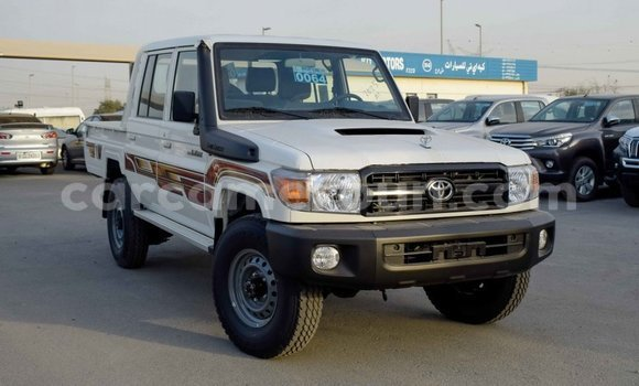Acheter Importé Voiture Toyota Pickup Blanc à Import - Dubai, Adamawa