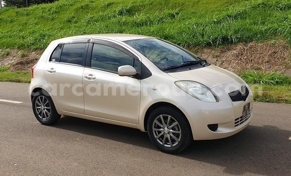 Acheter Importé Voiture Toyota Yaris Blanc à Yaoundé, Central Cameroon