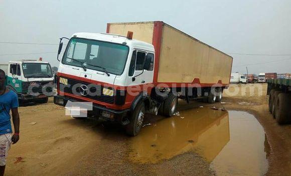 Acheter Occasion Utilitaire Mercedes‒Benz Truck Blanc à Yaoundé au Central Cameroon