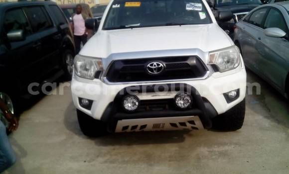 Acheter Occasion Voiture Toyota Tacoma Blanc à Yaoundé au Central Cameroon