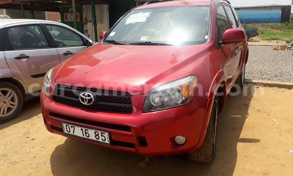 Acheter Occasion Voiture Toyota RAV4 Rouge à Douala au Littoral Cameroon